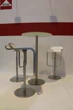 Луксозени метални бар столове